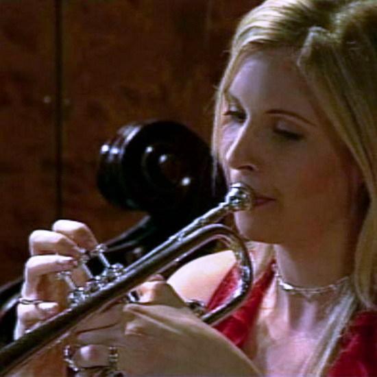 엘리슨 발솜의 트럼펫 연주곡