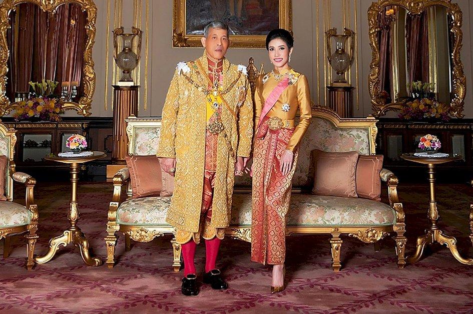 태국 쑤티다 왕비와 이번에 쫒겨난 후궁 씨니낫