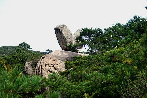 청풍호의 수려한 암릉 옥순봉 전망대 '새바위'